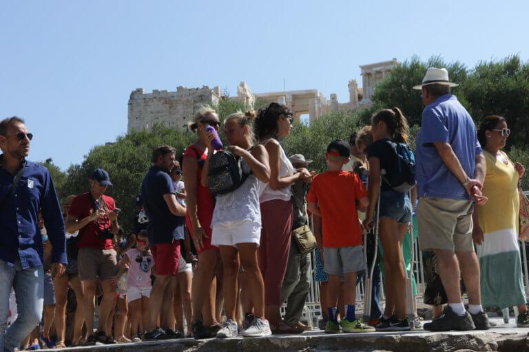 Ξεπέρασαν τα 30 εκατομμύρια οι τουρίστες στην Ελλάδα το 2018