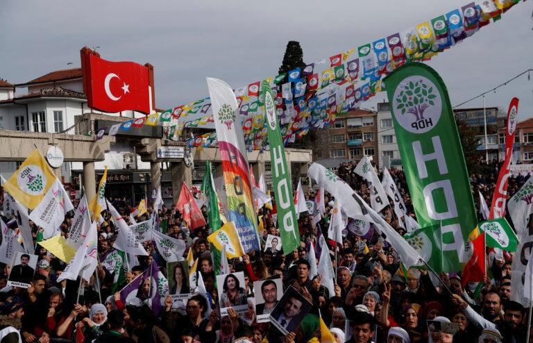 Τουρκία: Χιλιάδες πολίτες στους δρόμους για την βουλευτή της αντιπολίτευσης που κάνει απεργία πείνας [pics] | Newsit.gr