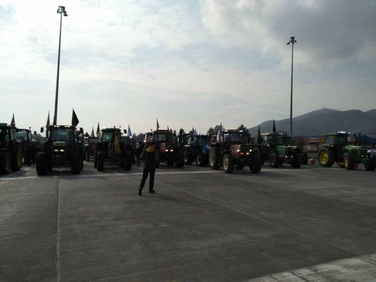 Ξεκίνησαν με τα τρακτέρ για τα Τέμπη οι αγρότες! Θα αποκλείσουν την εθνική οδό! | Newsit.gr
