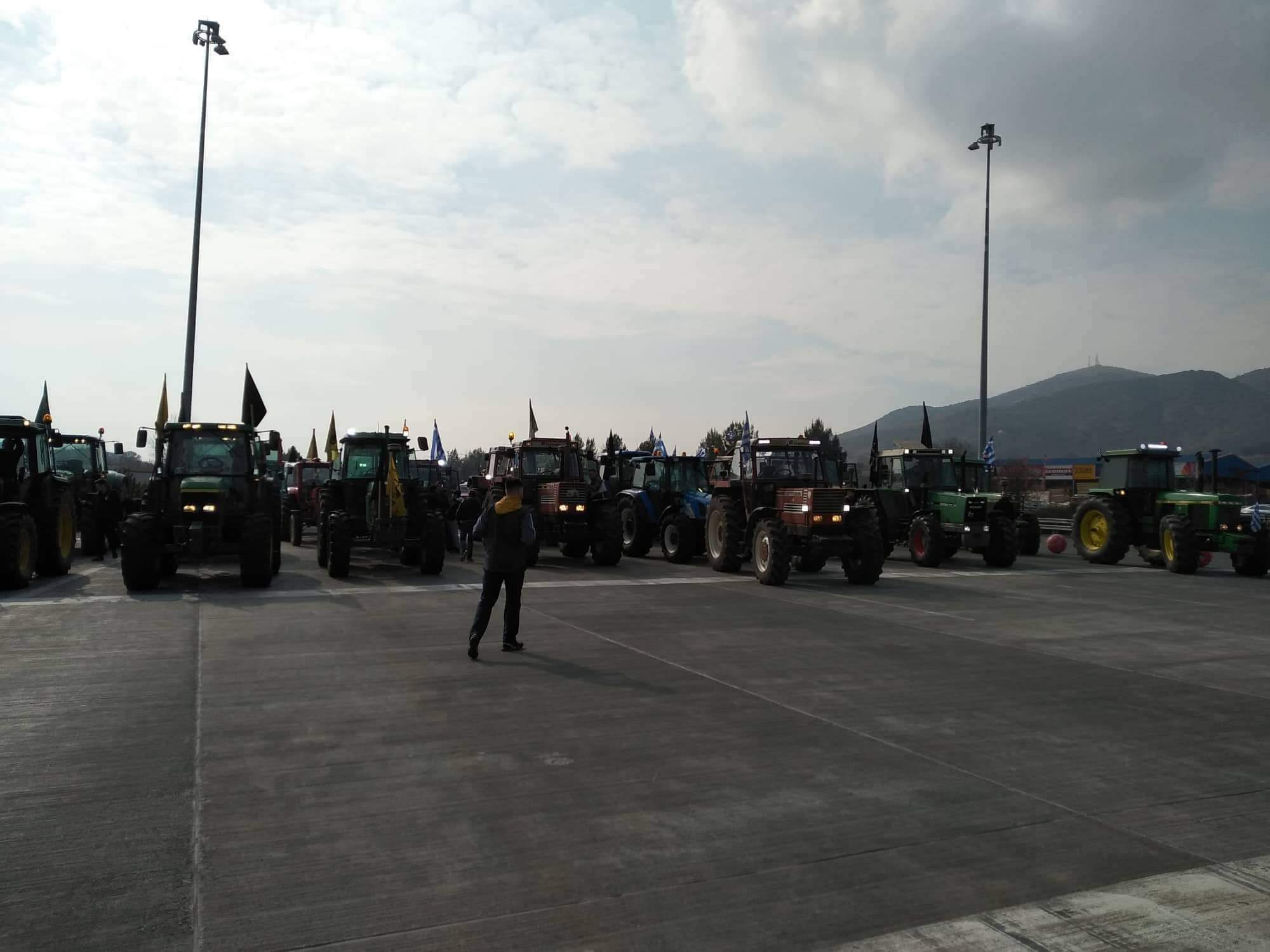 Ξεκίνησαν με τα τρακτέρ για τα Τέμπη οι αγρότες! Θα αποκλείσουν την εθνική οδό!
