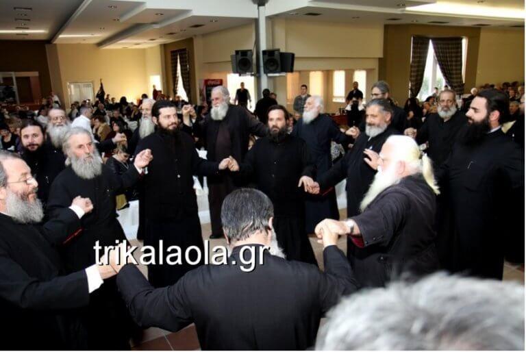Τρίκαλα: Ώπα! Όλοι οι ιερείς της Μητρόπολης χορεύουν την «Παπαλάμπραινα»! video | Newsit.gr