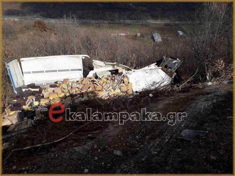 Καλαμπάκα: Σκοτώθηκε ο οδηγός νταλίκας που έπεσε σε χαράδρα | Newsit.gr