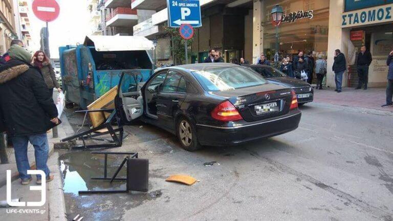 Θεσσαλονίκη: Αυτοκίνητο έπεσε πάνω σε πεζούς – Τρεις τραυματίες – video, pics
