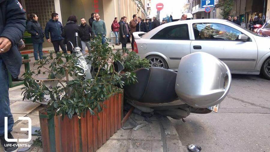 Αυτοκίνητο έπεσε πάνω σε πεζούς στη Θεσσαλονίκη - ΦΩΤΟ