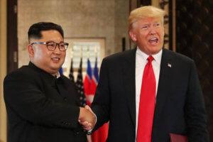 «Πετάει» για Βιετνάμ ο Τραμπ – Όλα έτοιμα για τη νέα σύνοδο με τον Κιμ Γιονγκ Ουν