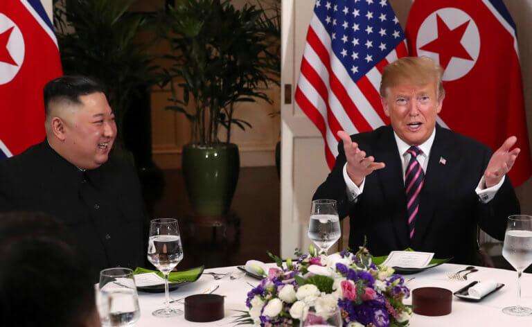 """""""Πόρτα"""" σε δημοσιογράφους στο δείπνο Τραμπ – Κιμ λόγω… ερωτήσεων"""