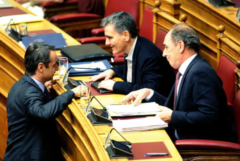ΝΔ: Οι χαμηλοί τόνοι για τις δημοσκοπήσεις και τα χαμόγελα για τον… Ευκλείδη | Newsit.gr