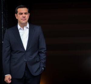 Τσίπρας… καλεί το «παλιό ΠΑΣΟΚ» και προκαλεί «μουρμούρες» στον ΣΥΡΙΖΑ
