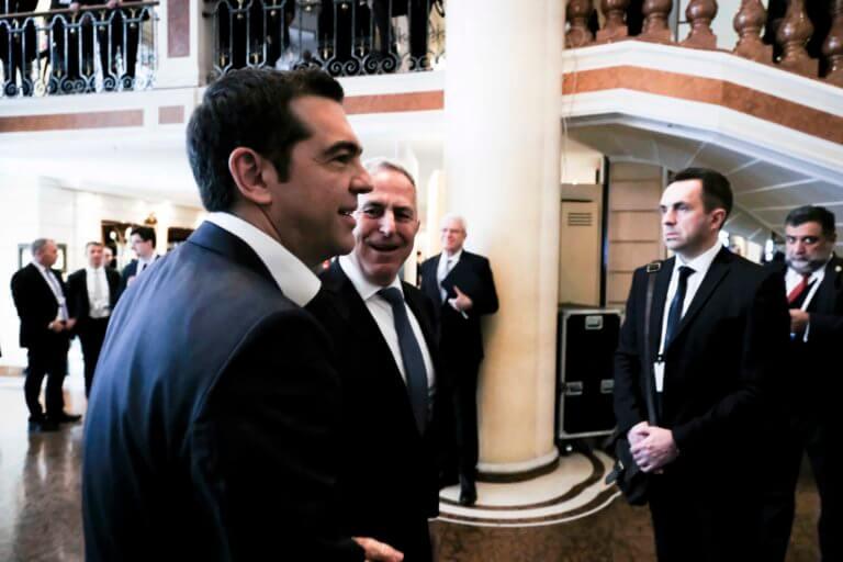 Τετ α τετ Τσίπρα – Ζάεφ στο… πόδι και αποθέωση από τη Μέρκελ | Newsit.gr