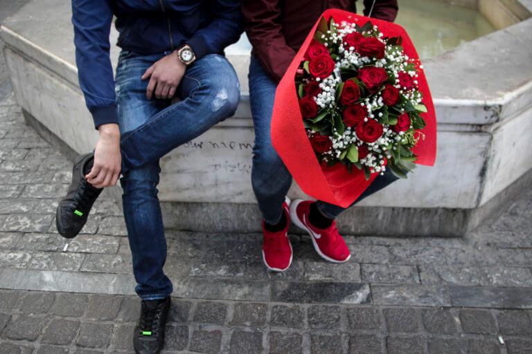 Θεσσαλονίκη: Με κόκκινα τριαντάφυλλα και πάστες σε σχήμα καρδιάς γιορτάστηκε ο Άγιος Βαλεντίνος