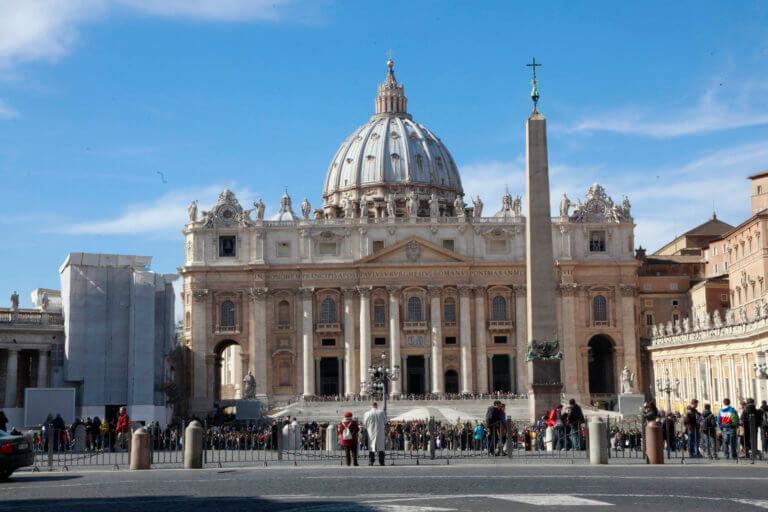 Νέα προβλήματα στο Βατικανό! Για σεξουαλική επίθεση κατηγορείται ο πρεσβευτής στη Γαλλία