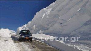 Ευρυτανία: Εντυπωσιακές εικόνες στο Βελούχι – Το χιόνι έφτασε τα 6 μέτρα [pics, video]