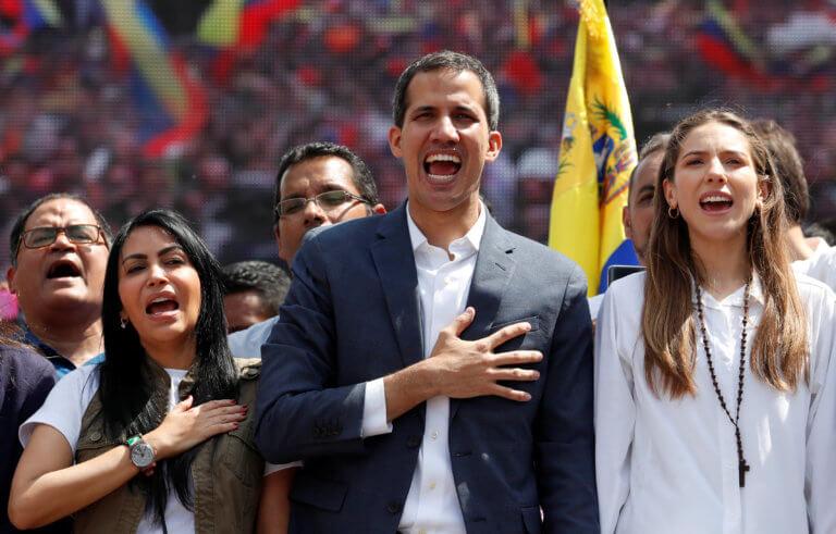 """Γκουαϊδό: Η αλλαγή στην Βενεζουέλα είναι κοντά – Χιλιάδες κόσμου στις διαδηλώσεις – """"Μαδούρο είσαι δολοφόνος"""