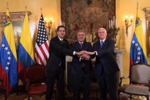 Απόλυτη στήριξη Τραμπ σε Γκουαϊδό – Νέες κυρώσεις στη Βενεζουέλα