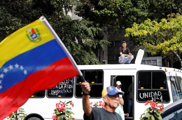 Έφτασε η βοήθεια της Ρωσίας στη Βενεζουέλα – Τι υποστηρίζει ο Χουάν Γκουαϊδό
