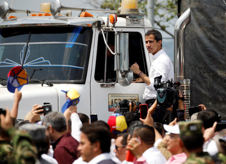 Γκουαϊδό: Το πρώτο φορτίο με ανθρωπιστική βοήθεια μπήκε στη Βενεζουέλα | Newsit.gr