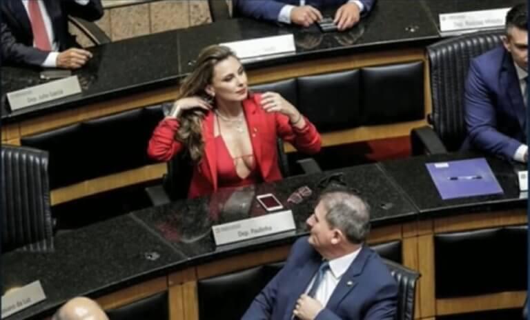 Εμφανίστηκε με βαθύ ντεκολτέ στο κοινοβούλιο και τώρα απειλείται η ζωή της – video
