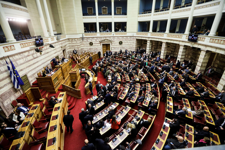 Μετωπική σύγκρουση στη Βουλή για την αναθεώρηση του Συντάγματος