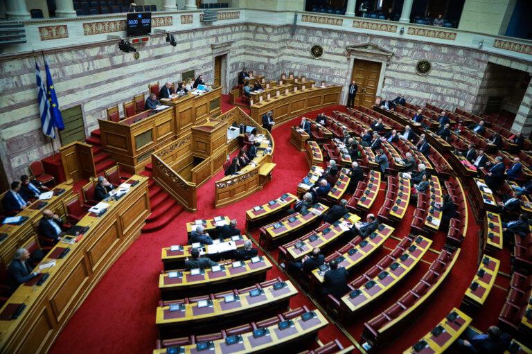 «Πόλεμος» για τη συνταγματική αναθεώρηση! Ανυπόστατα σενάρια λέει το Μαξίμου, για αυτοεξευτελισμό μιλάει η Πειραιώς | Newsit.gr