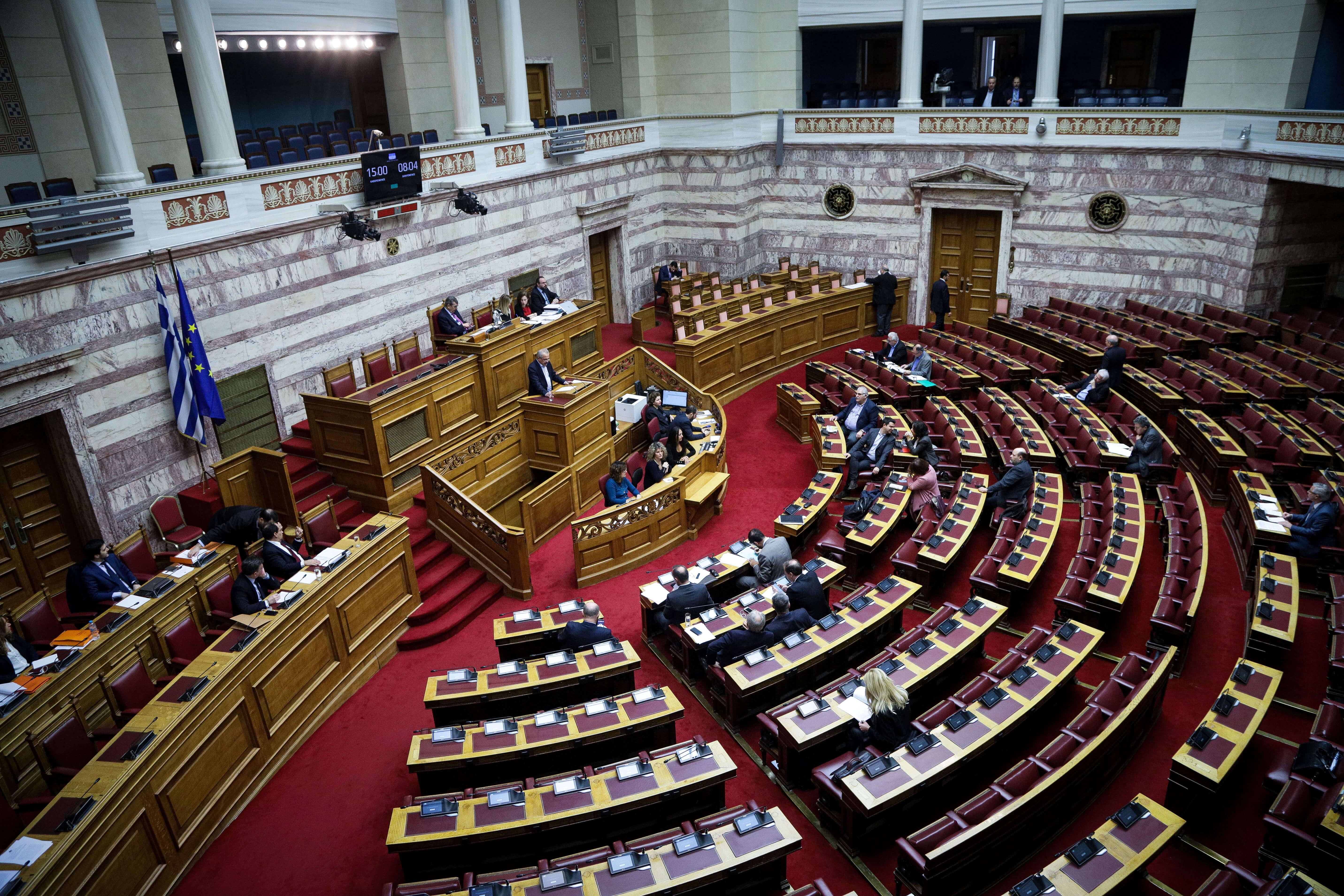 Βουλή: Στην Ολομέλεια αύριο οι υποθέσεις άρσης ασυλίας για Λοβέρδο και Σαλμά