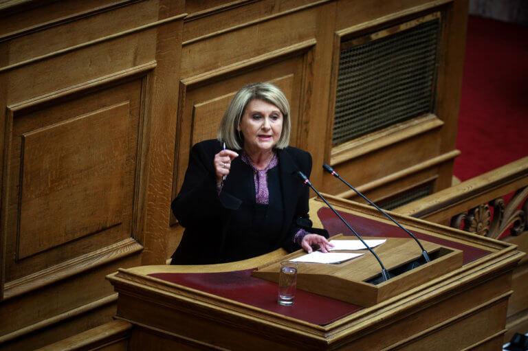 Επίπεδο… δάπεδο στη Βουλή: Δηλωσίες, μπουγάδες και «σφαγή» Βούλτεψη – Παπακώστα με… guest τη Βάκη! | Newsit.gr