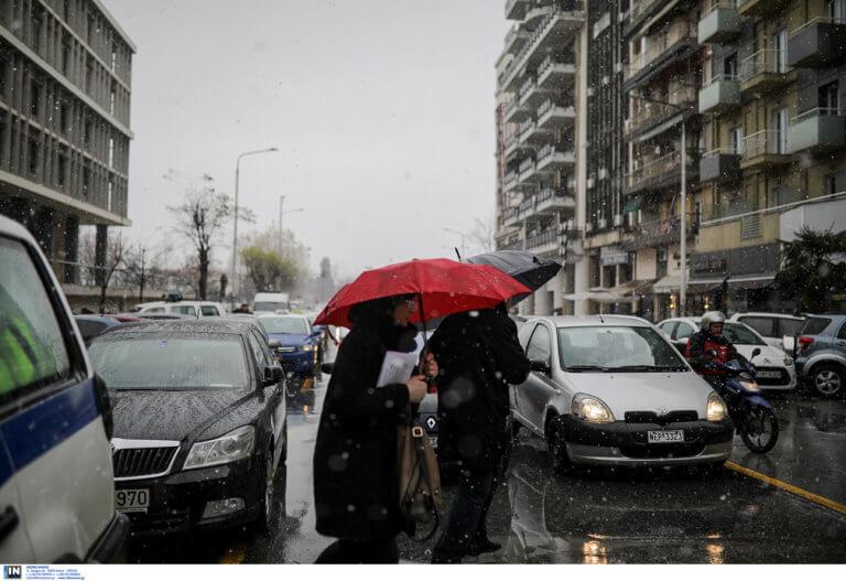 Καιρός Τσικνοπέμπτη: Βροχές, συννεφιά και πολύ κρύο | Newsit.gr