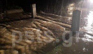 Κακοκαιρία: «Βούλιαξε» η Πάρος – Ασταμάτητη βροχή, ξεχείλισαν τα ποτάμια – video