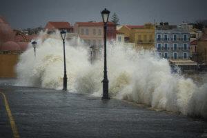 Σε αποκατάσταση των ζημιών από την κακοκαιρία στις παραλίες προχωρά ο δήμος Χανίων