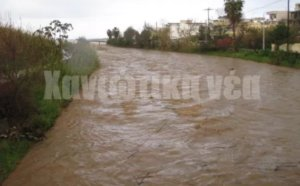 Καιρός: Η Ωκεανίς έφτασε στην Κρήτη με άγριες διαθέσεις – Εικόνες από τις πλημμύρες στα Χανιά [pics, video]