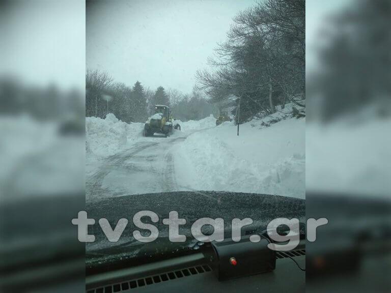 Εύβοια: Αίσιο τέλος στην επιχείρηση διάσωσης τραυματισμένου άντρα – Ήταν εγκλωβισμένος για ώρες στα χιόνια [pics] | Newsit.gr