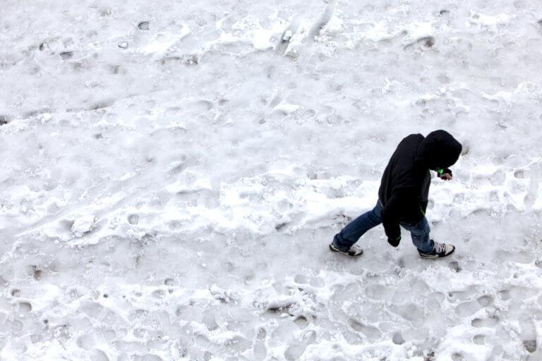 Καιρός: Ντύθηκαν στα λευκά και τα ορεινά της Λάρισας – Στους δρόμους τα μηχανήματα του δήμου! | Newsit.gr