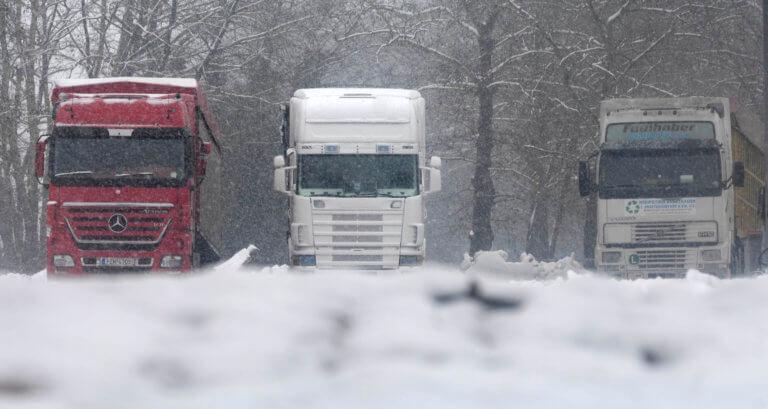 Καιρός: Απαγορεύτηκε η κυκλοφορία φορτηγών και λεωφορείων άνω των 3,5 τόνων σε τμήματα του οδικού δικτύου Χαλκιδικής!