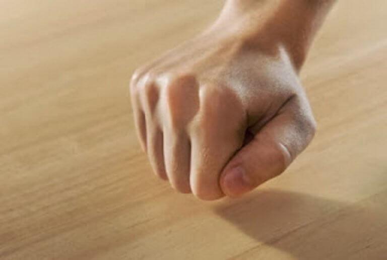 Άπτεσθαι ξύλου ή νεοελληνικά χτύπα ξύλο – Γιατί το κάνουμε   Newsit.gr