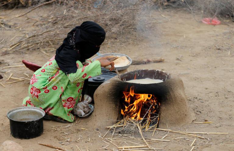 Υεμένη: Απόγνωση! Παντρεύουν τα παιδιά τους από 3 ετών για να μην λιμοκτονήσουν! | Newsit.gr