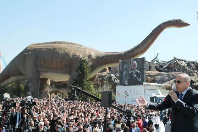 """Ερντογάν: Το """"Jurassic Parκ"""" έφερε στην Τουρκία ο Σουλτάνος!"""