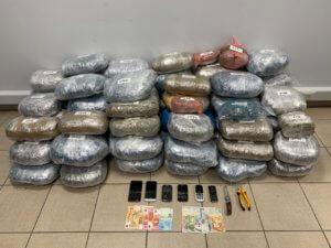 Κοζάνη: Περπατούσαν φορτωμένοι με 70 κιλά ναρκωτικά – Έτσι έπεσαν στα χέρια της αστυνομίας [pics]