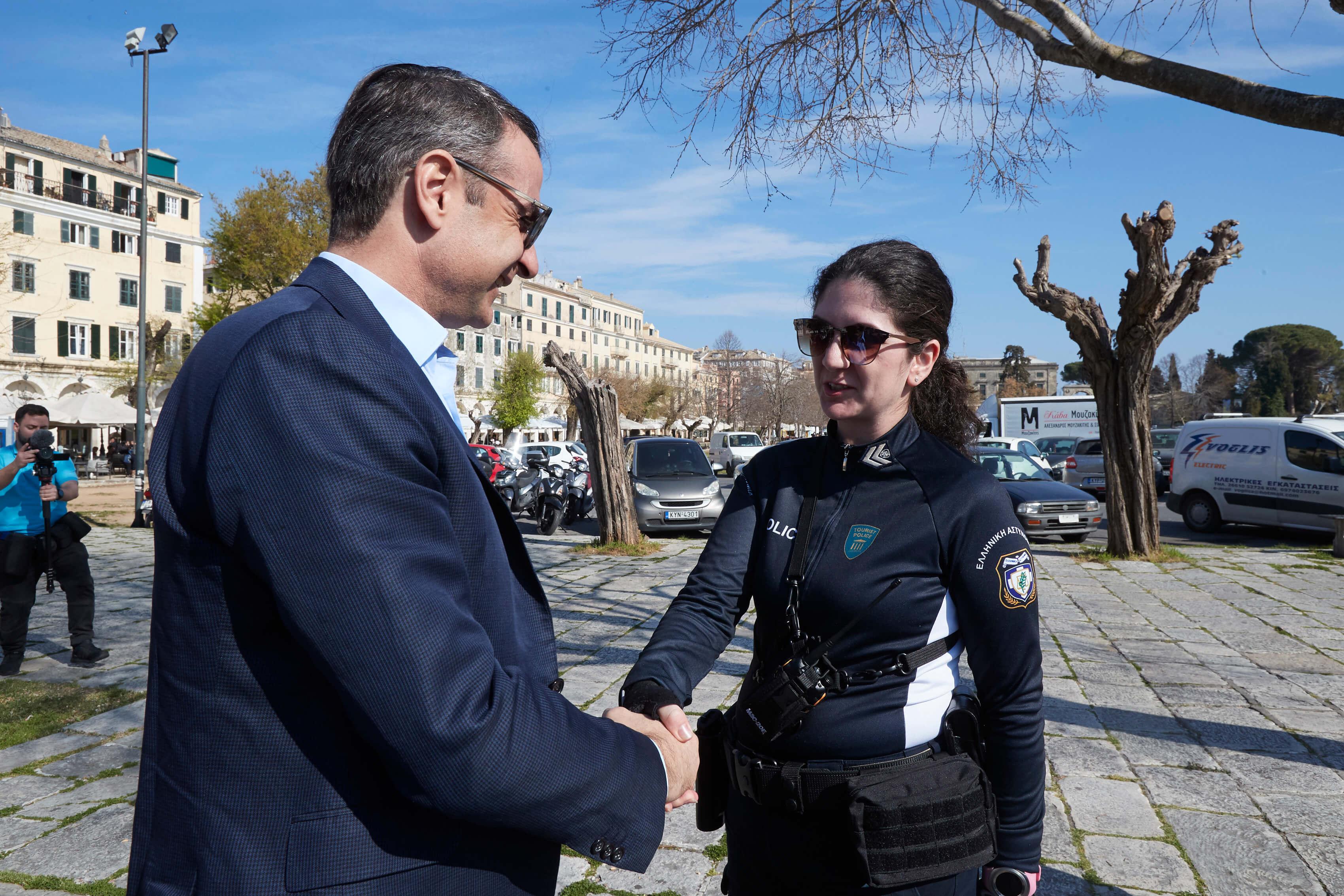"""Κέρκυρα: Η υπόσχεση του Κυριάκου Μητσοτάκη σε οδηγούς ταξί – """"Υπάρχει παραπληροφόρηση για τις θέσεις μας"""" [pics]"""