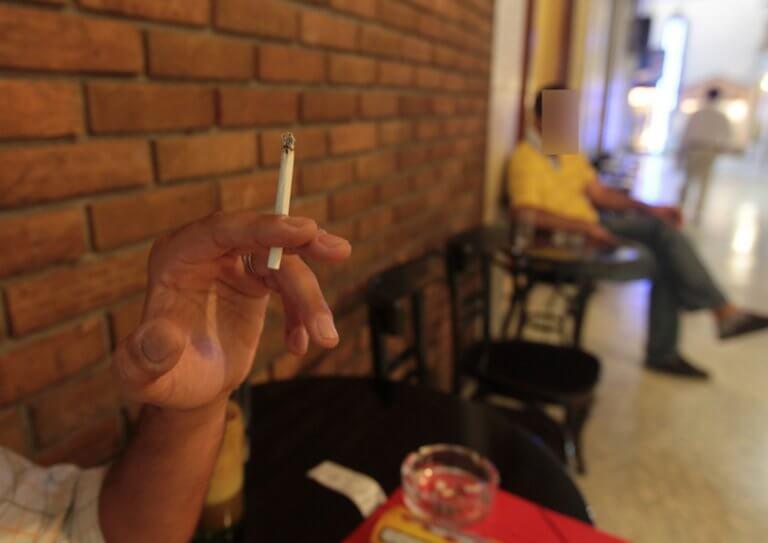 Λαμία: Το τσιγάρο που του στοίχισε 500 ευρώ – Δεν την πάτησε από τον αντικαπνιστικό νόμο!