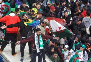 Αλγερία: Κατέκλυσαν τους δρόμους οι διαδηλωτές κατά του Προέδρου Μπουτεφλίκα