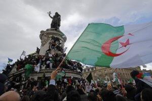 Αλγερία: Η Γαλλία «χαιρετίζει» την απόφαση προέδρου Μπουτεφλίκα να μην ξαναείναι υποψήφιος