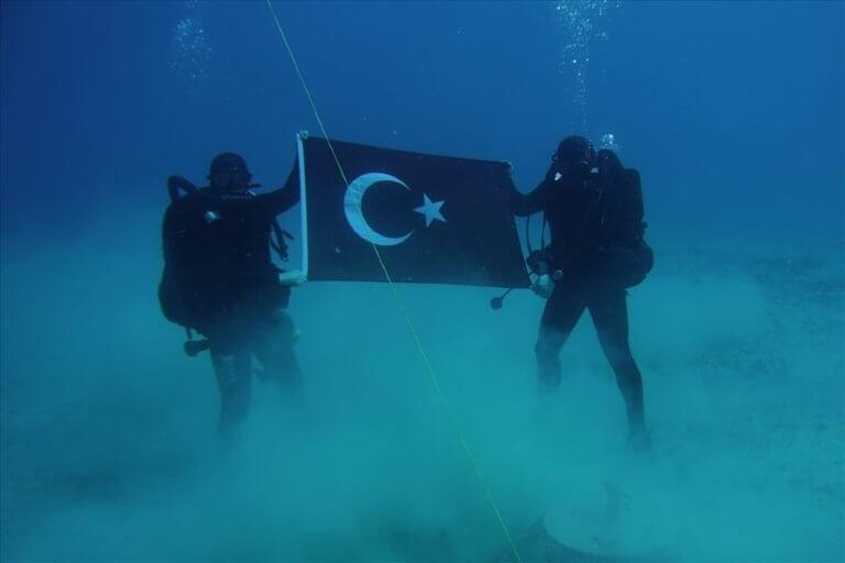 """Τουρκικός """"δάκτυλος"""" στο ΝΑΤΟ πίσω από την φωτογραφία με τους δύτες στη Σούδα"""