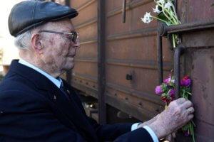 Άουσβιτς: Μνημείο υπέρ των Ελλήνων που μαρτύρησαν στο κολαστήριο των Ναζί!