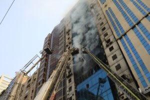 Μπανγκλαντές: Τουλάχιστον 5 νεκροί, 60 τραυματίες από την πυρκαγιά σε ουρανοξύστη – video
