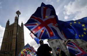 Brexit: Αναβολή, «άτακτη» έξοδος, νέο δημοψήφισμα ή εκλογές τα πιθανά σενάρια