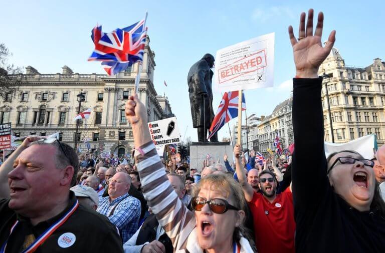 Brexit: Απόβαση των οπαδών του… Frexit στο Λονδίνο!