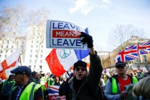 Brexit – Βρυξέλλες : Εντός – εκτός και επί τα αυτά!