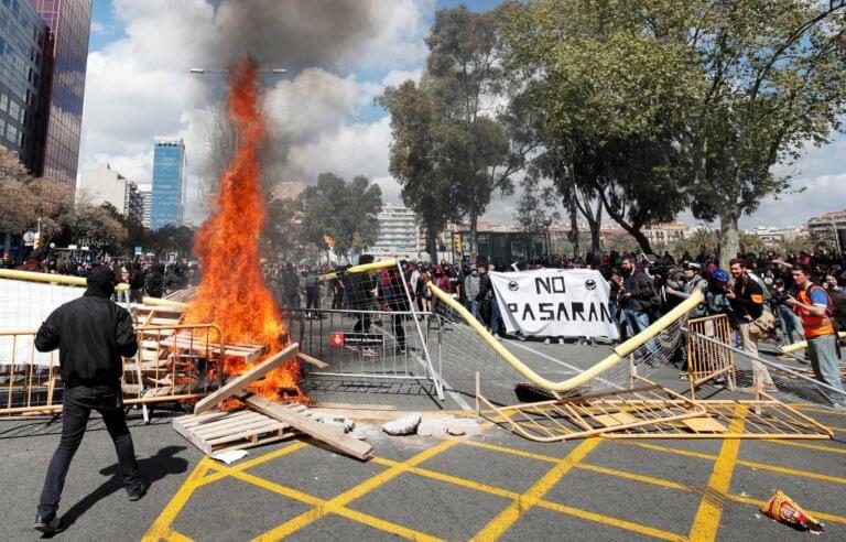 Βαρκελώνη: Σοβαρά επεισόδια ακροδεξιών και αριστερών διαδηλωτών – Τραυματίες και συλλήψεις!