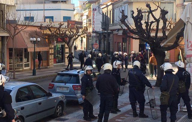 Παναιτωλικός – ΠΑΟΚ: Σοβαρά επεισόδια μέσα στο Αγρίνιο! Μολότοφ και ζημιές