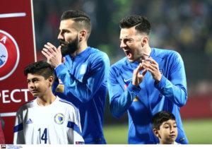 Βοσνία – Ελλάδα: Απίστευτη γιούχα στον ελληνικό εθνικό ύμνο! Ούρλιαζε ο Σάμαρης – video