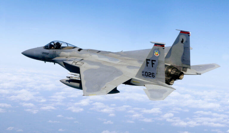 F-15: Αυτά είναι τα αγέραστα «γεράκια» της Πολεμικής Αεροπορίας των ΗΠΑ! [vid]